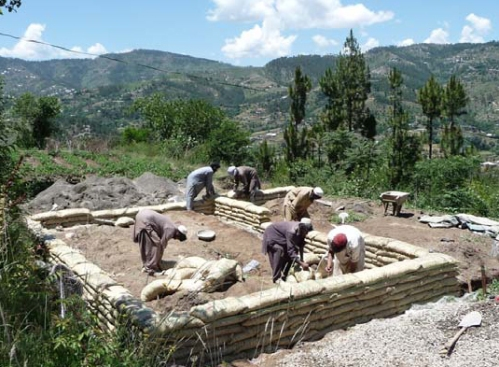 PAKSBAB strawbale houses in Pakistan use earthbag (gravel bag) foundations that have passed a shake table test.