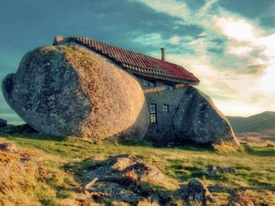 Portugal's boulder house is a natural way to live green