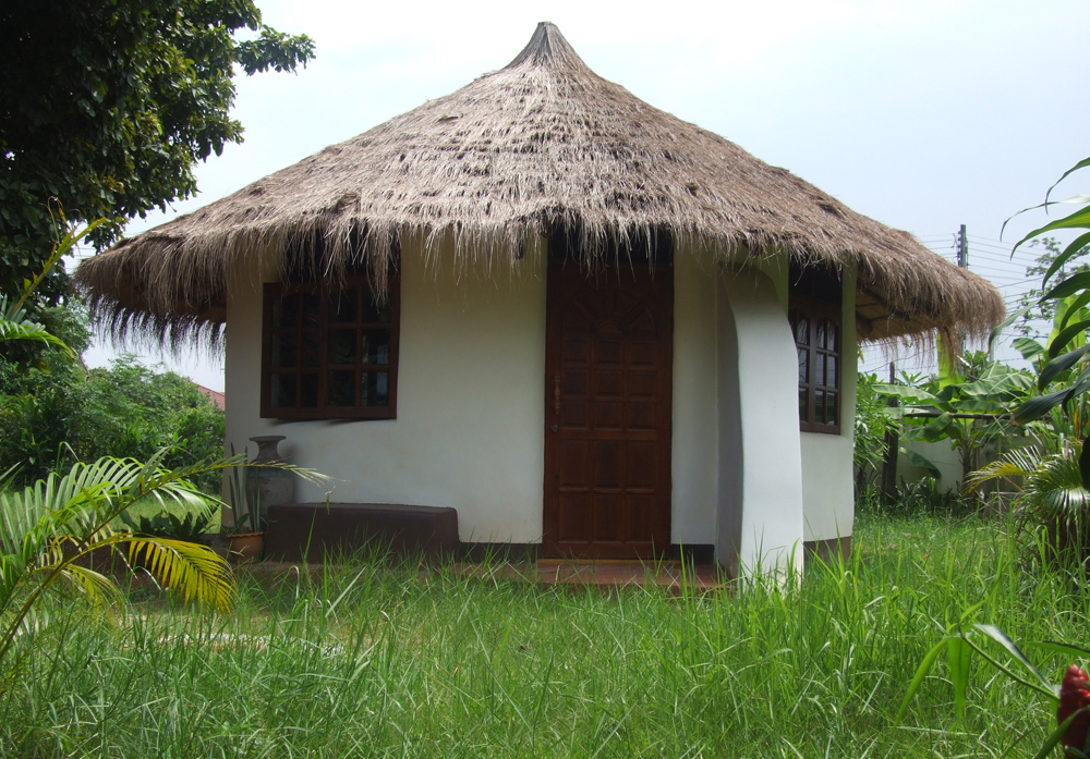 Yogi Farm is planning to build earthbag roundhouses like this one with scoria bags.