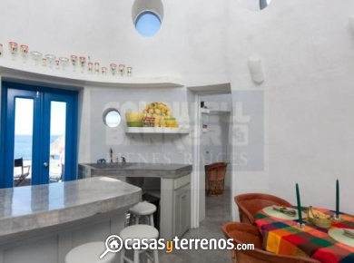 Baja Sur dome home kitchen