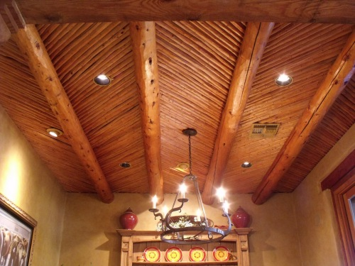 Cedar latillas create a true Territorial feel (click to enlarge)