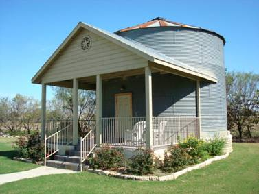 Grain bin apartment